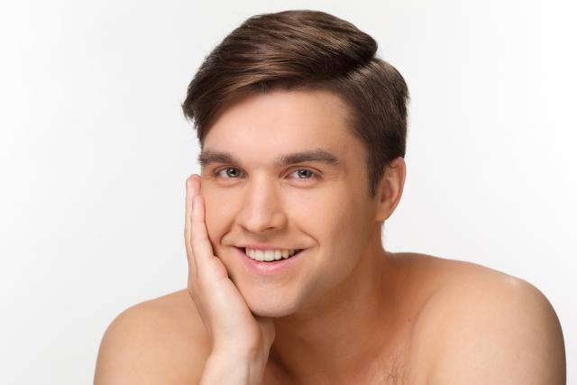 ニキビ跡、シミ、青髭を隠すために男でもbbをクリームを使うべき理由。